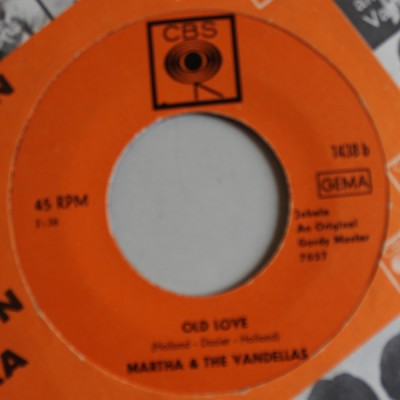 Martha Reeves & The Vandellas - Live Wire / Old Love (Let's Try It Again)